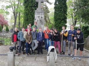 Upratovanie starého cintorína